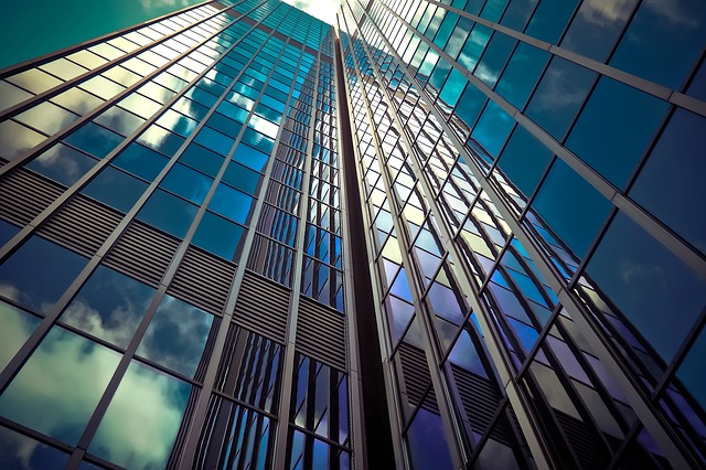 5 edifici architettonici con vetratura creativa