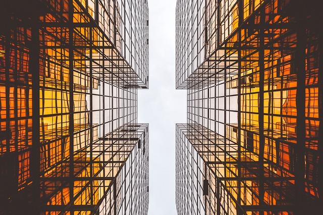 La costruzione esterna di locali commerciali