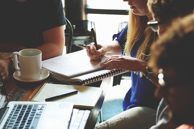 In che modo la forma della tua tavola di conferenza può influenzare l'esito del tuo incontro