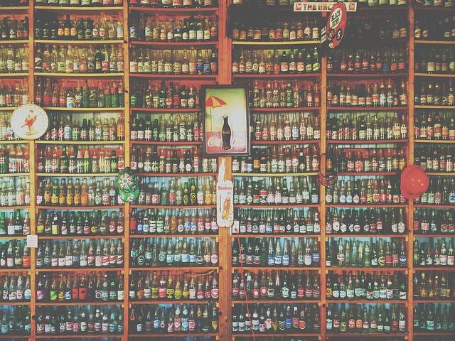 La scaffalatura con display di alto livello è una necessità per i negozi di alimentari