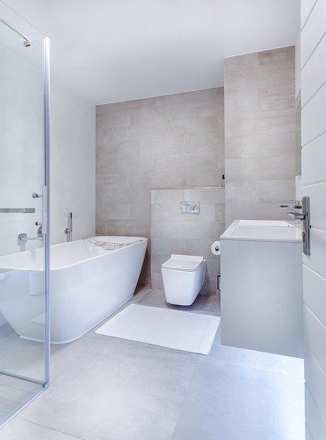 Ristrutturazione del bagno con piastrelle doccia artistiche