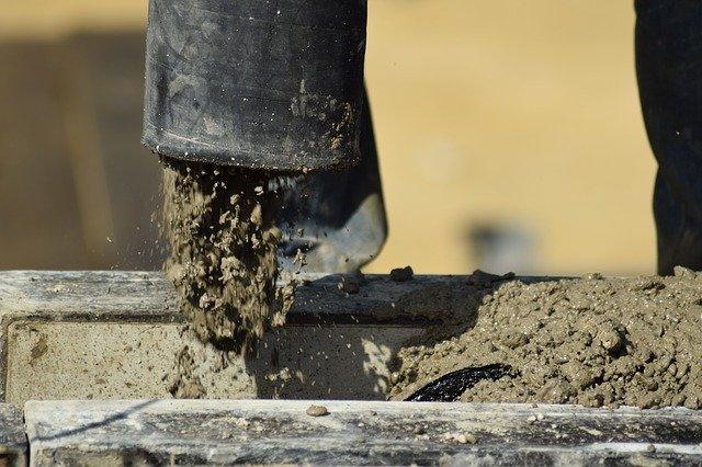 Utensili per smerigliare e lucidare gli angoli del pavimento in cemento