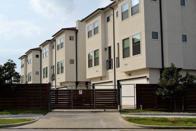 Una guida per la prima volta del proprietario di abitazione alla costruzione di una casa duplex